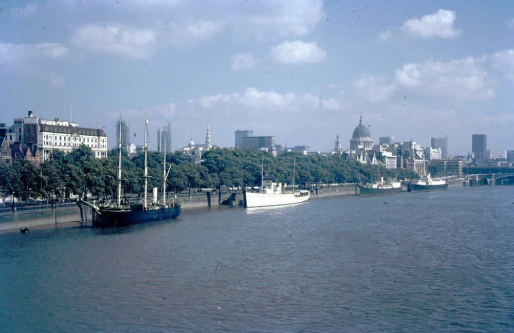 1969-THAMES-RIVER-Thames-River-London-England.jpg