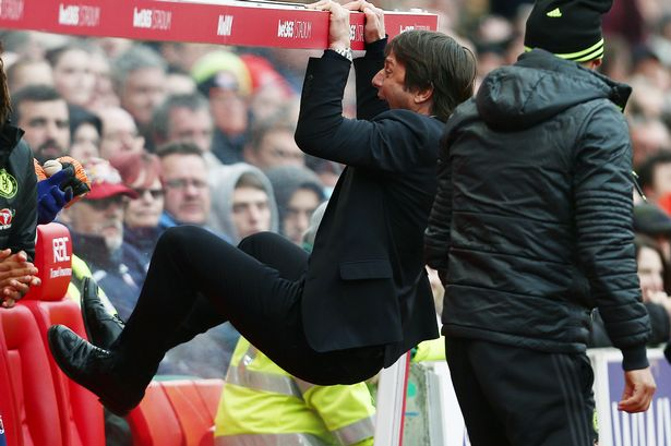 PAY-Chelsea-manager-Antonio-Conte-celebrates-his-teams-goal-to-make-it-1-2-during-the-Premier-League-mat.jpg.560fae558abe7c50ac09b9f0ebf6a438.jpg