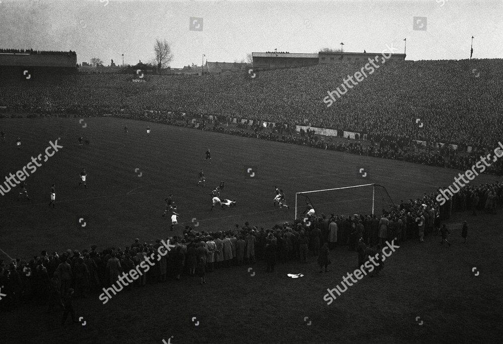 soccer-chelsea-v-moscow-dynamos-1945-london-shutterstock-editorial-7408236a.jpg
